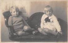 pht100034 - People and Children Photographed on Postcard, Old Vintage Antique Post Card