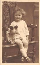 pht100138 - People and Children Photographed on Postcard, Old Vintage Antique Post Card