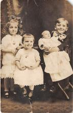 pht100263 - People and Children Photographed on Postcard, Old Vintage Antique Post Card