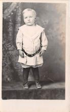 pht100654 - People and Children Photographed on Postcard, Old Vintage Antique Post Card