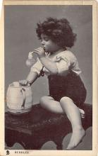 pht100663 - People and Children Photographed on Postcard, Old Vintage Antique Post Card