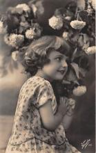 pht100666 - People and Children Photographed on Postcard, Old Vintage Antique Post Card