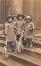 pht100674 - People and Children Photographed on Postcard, Old Vintage Antique Post Card