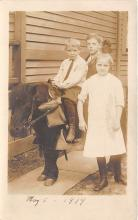 pht100686 - People and Children Photographed on Postcard, Old Vintage Antique Post Card