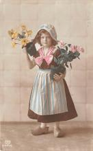 pht200048 - People and Children Photographed on Postcard, Old Vintage Antique Post Card