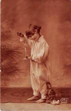 pht200064 - People and Children Photographed on Postcard, Old Vintage Antique Post Card