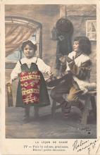 pht200239 - People and Children Photographed on Postcard, Old Vintage Antique Post Card