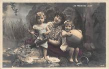 pht200258 - People and Children Photographed on Postcard, Old Vintage Antique Post Card
