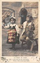 pht200297 - People and Children Photographed on Postcard, Old Vintage Antique Post Card