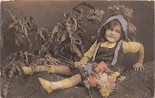 pht200350 - People and Children Photographed on Postcard, Old Vintage Antique Post Card