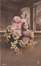 pht200390 - People and Children Photographed on Postcard, Old Vintage Antique Post Card