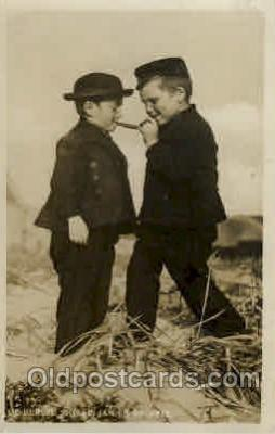 smo001129 - Children Smoking Postcard Postcards