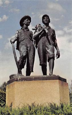 sub001473 - The Tom and Huck Statue