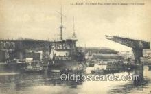 shi003857 - Le Grand Pont ouvert Pour Le Passage Dun Cruirasse Military Battleship Postcard Post Card Old Vintage Antique