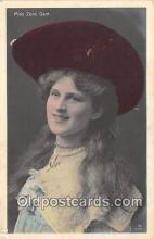slm001083 - Foreign Actress Postcard