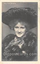 slm001098 - Foreign Actress Postcard