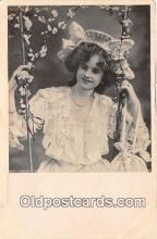 slm001100 - Foreign Actress Postcard