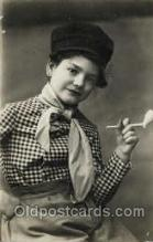 smo001132 - Children Smoking Postcard Postcards