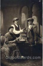 smo001163 - Children Smoking Postcard Postcards