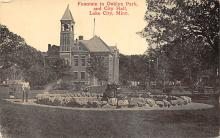 sub013945 - Fountain in Oaklyn Park and City Hall Lake City, Minn., USA Postcard
