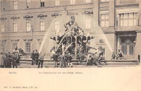 sub013977 - Fountain           Berlin, Der Begasbrunnen vor dem Konigl, Schloss Postcard