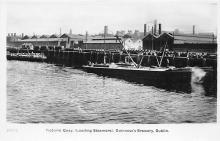 sub015583 - Victoria Quay, (Loading Steamers) Guinness's Brewery  Dublin Postcard