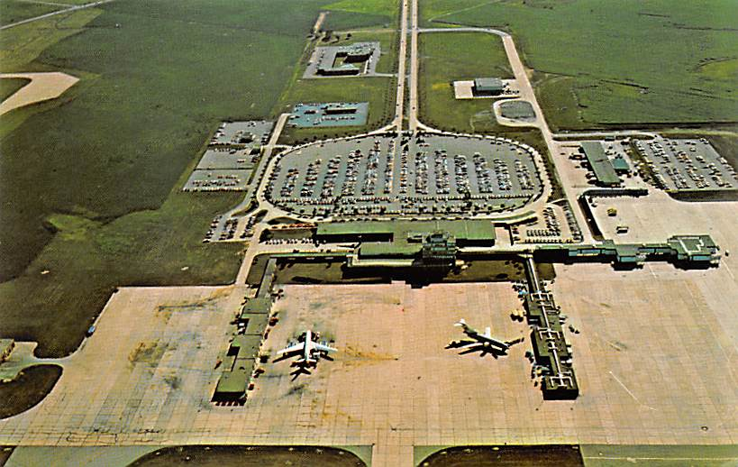 sub062143 - Airport Post Card