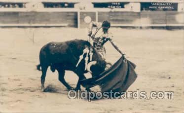 spo017001 - Bull fighting Mexico, Armillita Pase Natural, Postcard Postcards