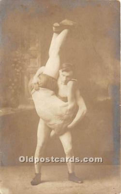 spo026105 - Old Vintage Wrestling Postcard Post Card