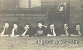 spo001071 - Woman's Basketball Postcard Postcards