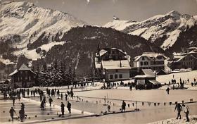 spo009A015 - Wengen, Dorfpartie mit Eisbahn, Lobhorn Switzerland Curling Postcard