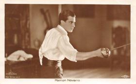 spof011044 - Ramon Novarro Fencing Postcard
