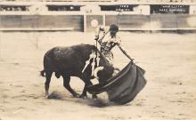 spof017001 - Bull fighting Mexico, Armillita Pase Natural, Postcard
