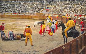 spof017016 - Corrida De Tores jeu des Picadors Bullfighting Postcard