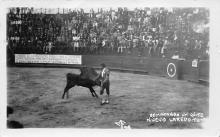 spof017104 - Rematando Un Quite, Nuevo Laredo, Bull fighting Postcard