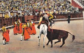spof017129 - Un Buen Puyazo, Well Laanced Tarjeta Postal, Bullfighting Postcard