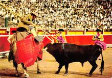 spof017499 - Un Puyazo, Wounding Bull with the Goad Tarjeta Postal Bullfighting