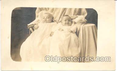 twn001009 - Twin Twins Postcard Postcards
