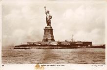 top017335 - Statue of Liberty Post Card