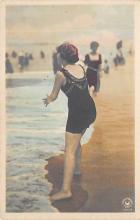 top027649 - Bathing Beauty Post Card
