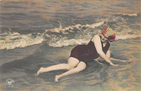 top027765 - Bathing Beauty Post Card