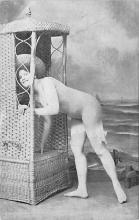 top028033 - Bathing Beauty Post Card
