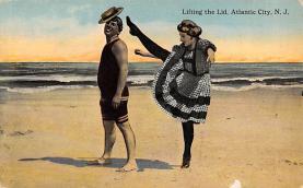 top028109 - Bathing Beauty Post Card