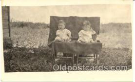 twn001004 - Twin Twins Postcard Postcards