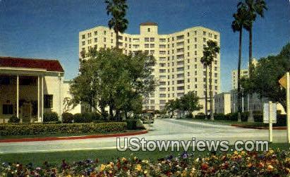 Park La Brea - Los Angeles, California CA Postcard