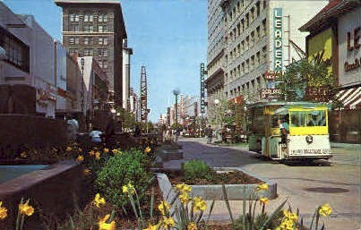 Fresnos Mall - California CA Postcard
