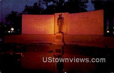 General Douglas Mac Arthur Statue - Los Angeles, California CA Postcard