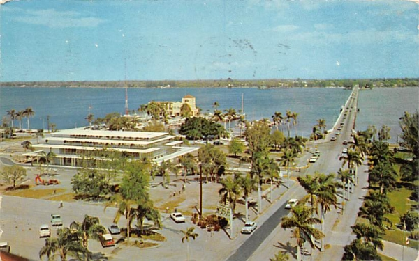 Looking North across Manatee River to Palmetto Bradenton, Florida Postcard