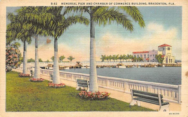 Memorial Pier an dChamber of Commerce Building Bradenton, Florida Postcard