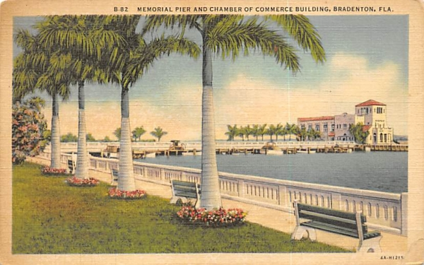 Memorial Pier and Chamber of Commerce Building Bradenton, Florida Postcard